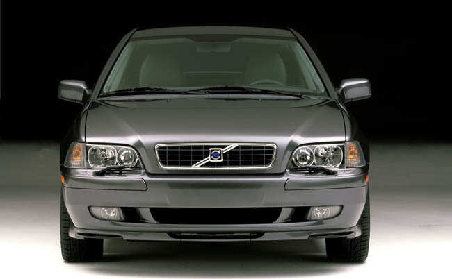 S40, V40 Offer Capable Chassis and Powertrains for Just a Little Dough